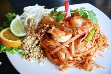 Cách nấu món phở trộn kiểu Thái